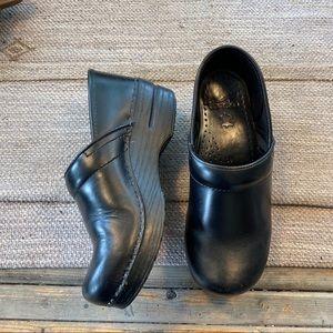 Dansko black professional clogs size 38/ 7.5-8